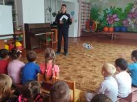 25 сентября в детском саду прошла встреча воспитанников с инспектором ГИБДД